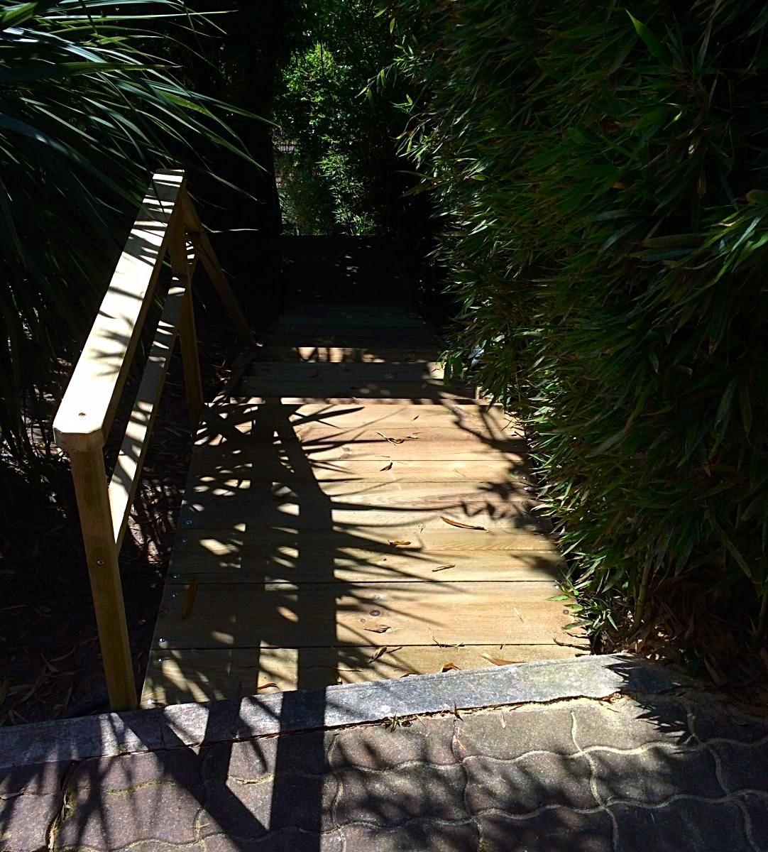 construction d un escalier en bois dans un jardin sur la commune de lege cap ferret gironde